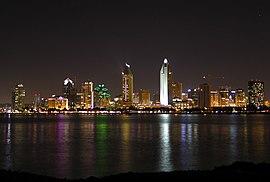 Nattlig vy över San Diego