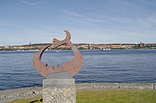 Storsjöodjuret, Storsjön och Östersund i bakgrunden