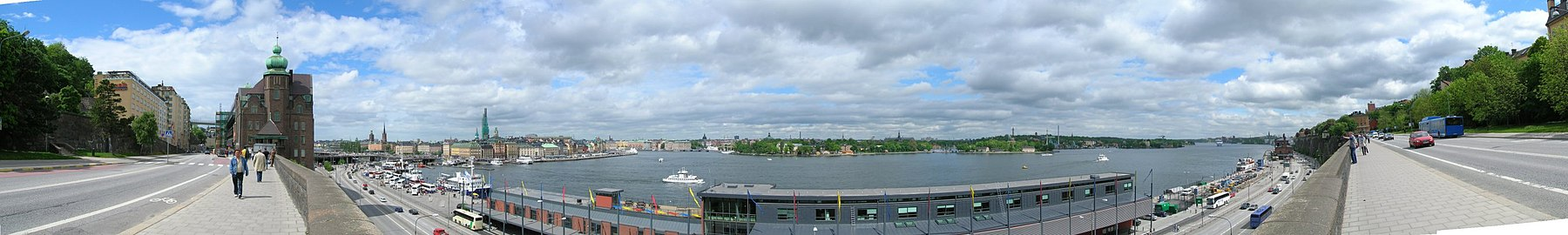 Panoramabild över Slussenområdet, Gamla stan, Stockholms ström, Skeppsholmen och Stadsgården