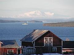 Storsjön, med Åreskutan i bakgrunden, sett från Orrviken.