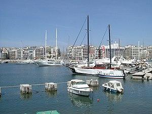 Piraeus harbor 3-2004.JPG