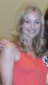 Yvonne Strahovski 2008.jpg