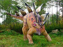 Modell av en Stegosaurus I från Bałtów Jurassic Park, Poland