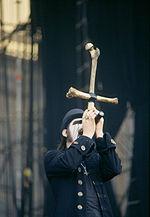 Sångaren King Diamond på scen under en konsert i Milan 2006.