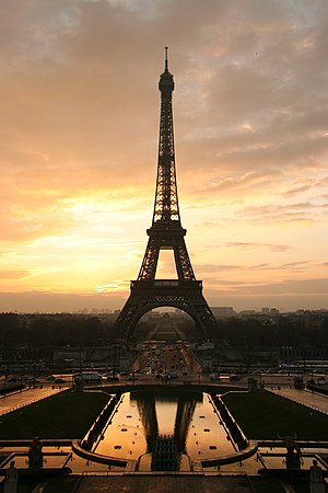 Tour eiffel at sunrise from the trocadero.jpg