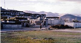 Staden Tingri i Tibet.