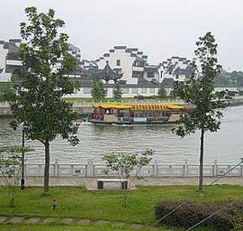 En av många kanaler i norra Zhejiang.