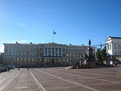Huvudbyggnaden vid Senatstorget