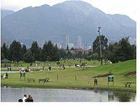 Bogotás berg från Simón Bolívarparken